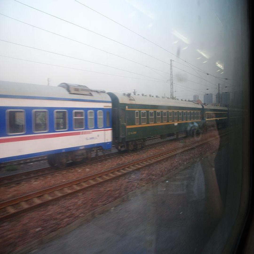 海棠寺站停放的客車車體